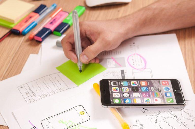 איך לכתוב בריף עיצובי שאנשים באמת יכולים לקרוא